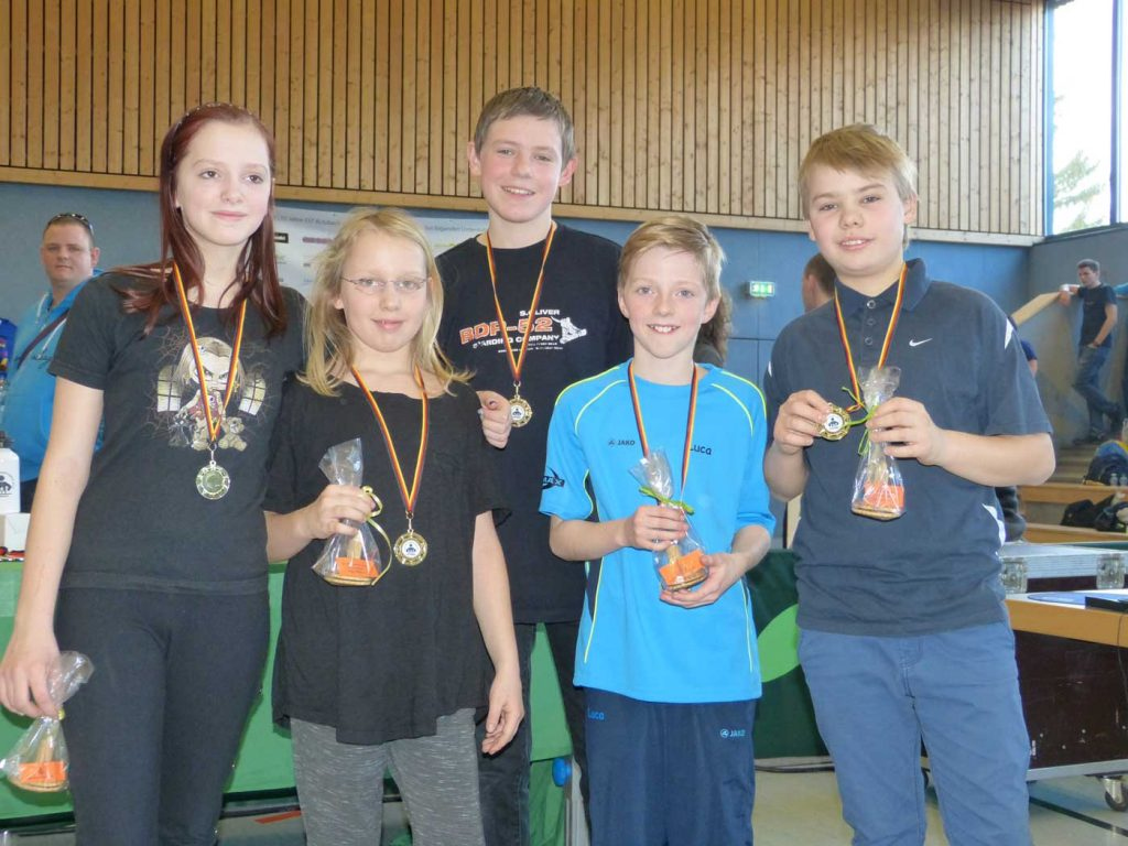 Sport-Stacking-AG der Johannes-Gutenberg-Schule holt Staffel-Gold