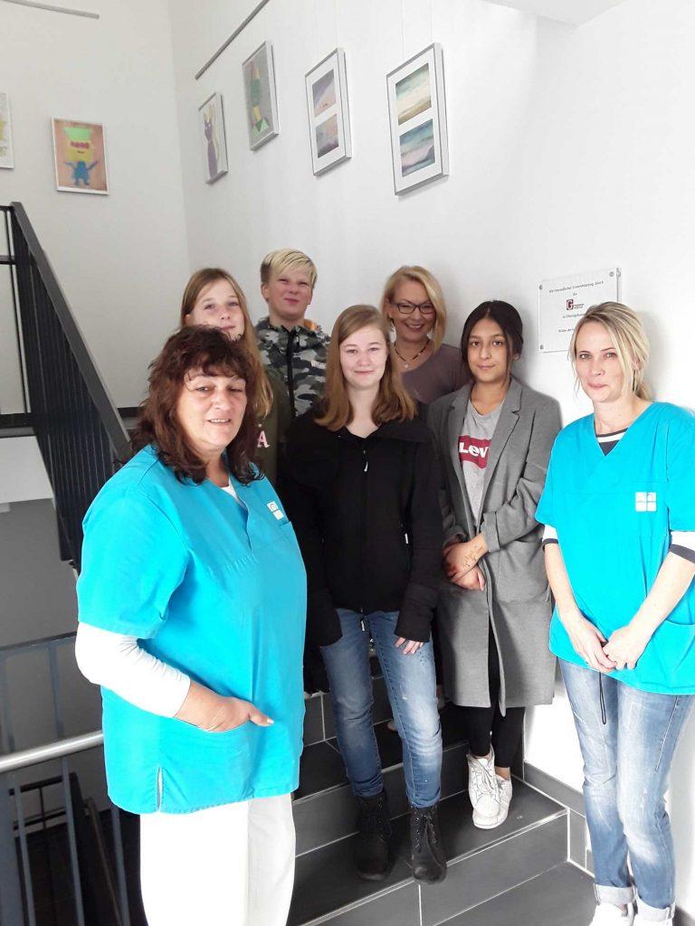 Schülerarbeiten gestalten Treppenhaus der Diakonie