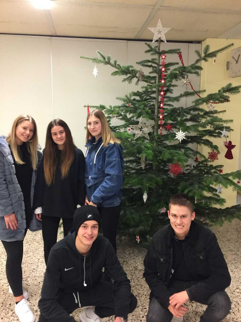 Schülervertretung sorgt für weihnachtliche Stimmung
