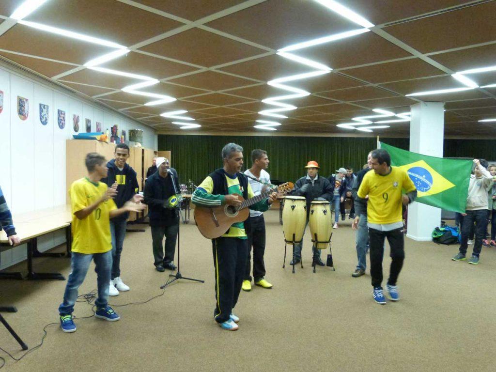 Brasilianische WM-Botschafter besuchen die Johannes-Gutenberg-Schule