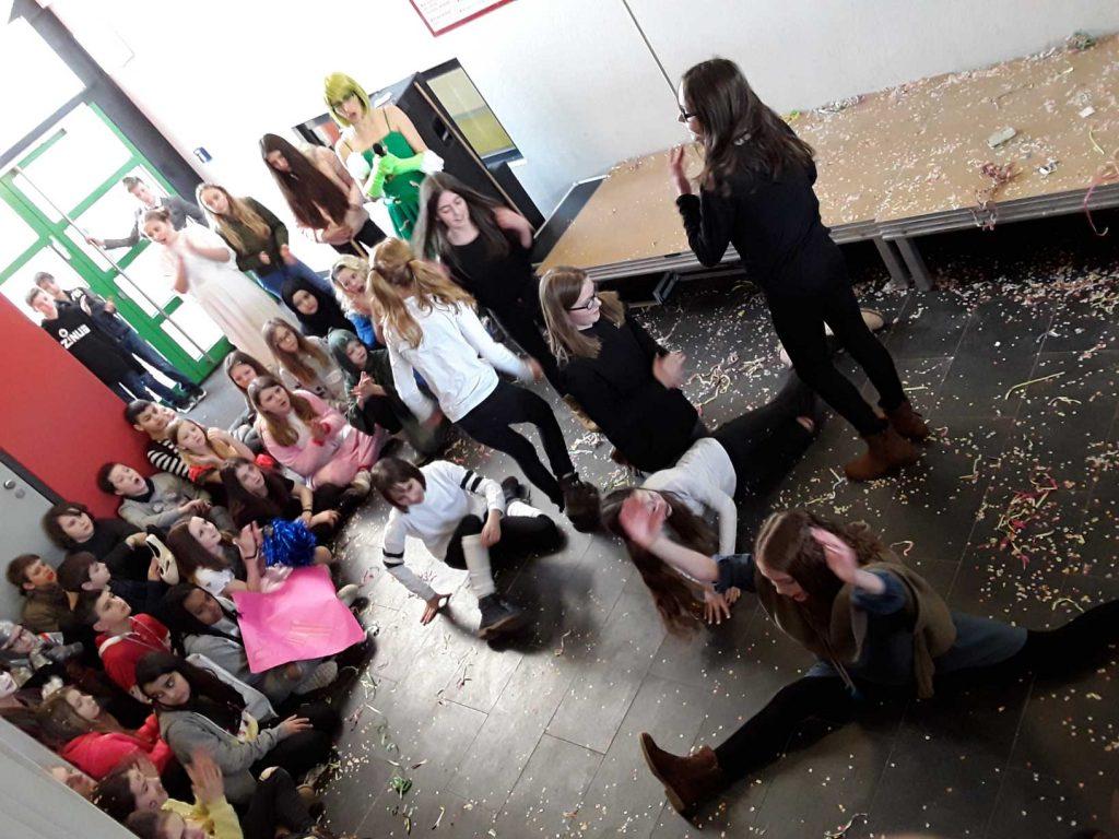 Schüler feiern Fasching