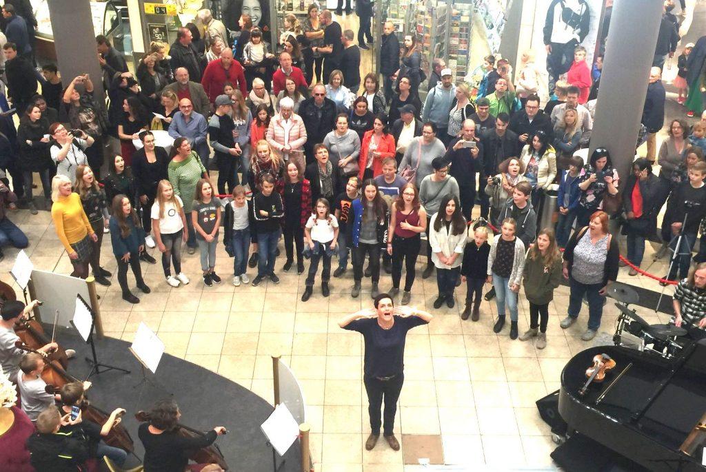 Gelungener Flashmob im Wetzlarer Forum