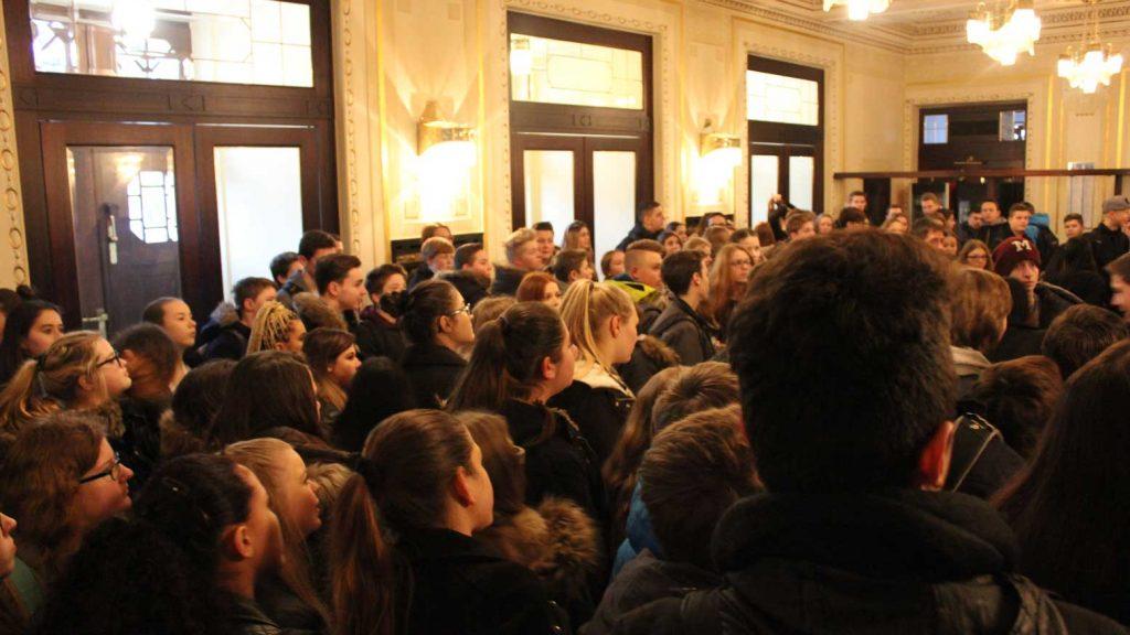 Schüler besuchen Gießener Stadttheater