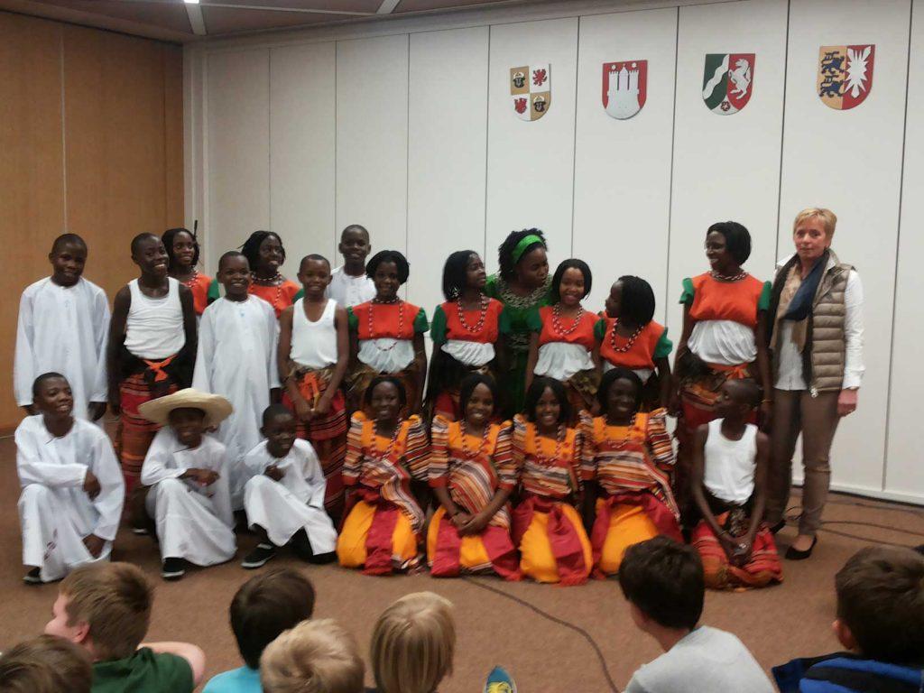 Kinderchor aus Uganda zu Gast an der Johannes-Gutenberg-Schule