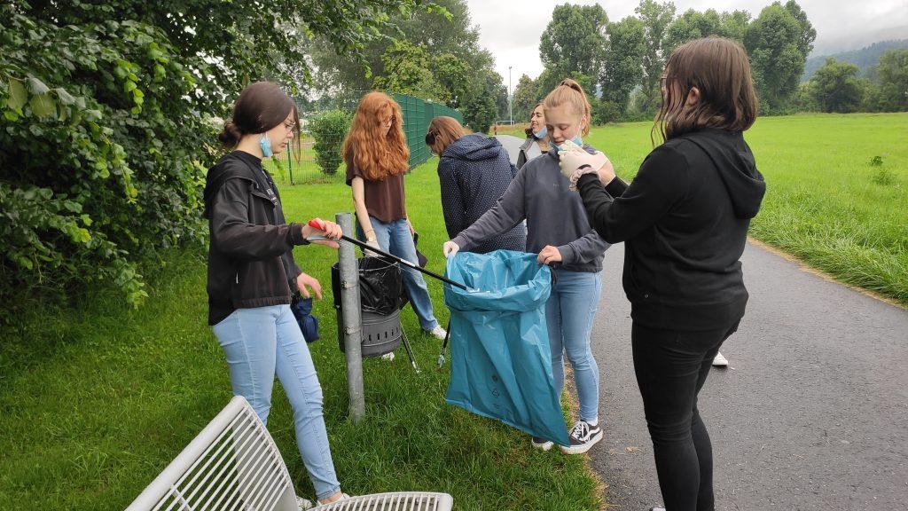 """Gutenbergschüler beteiligen sich an der Aktion """"Sauberhafter Schulweg"""""""